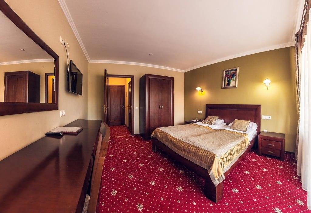 Чому в зимовий період на готелі Трускавця ціни настільки різні?